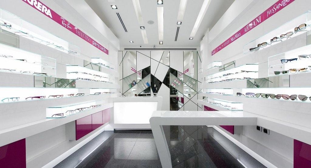 arredo negozi plexiglass 2 lavorazione plexiglass e